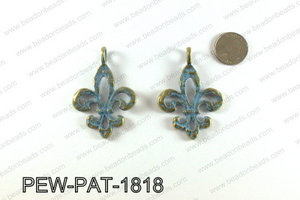 Fleur de lis pendant with turquoise patina coating 64x45mm PEW-P