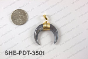 Crescent moon shell pendant  SHE-PDT-3501