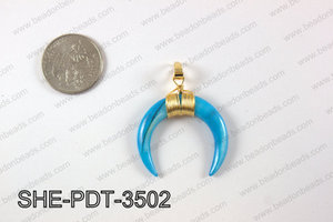 Crescent moon shell pendant  SHE-PDT-3502